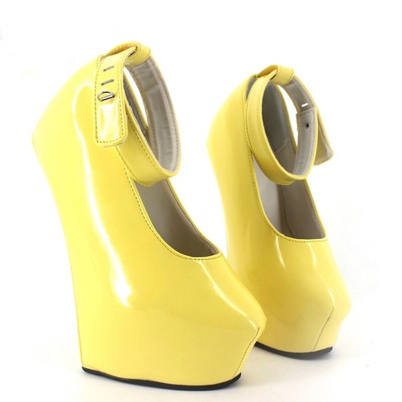 f638a21685f08 Heelless Yellow Pumps